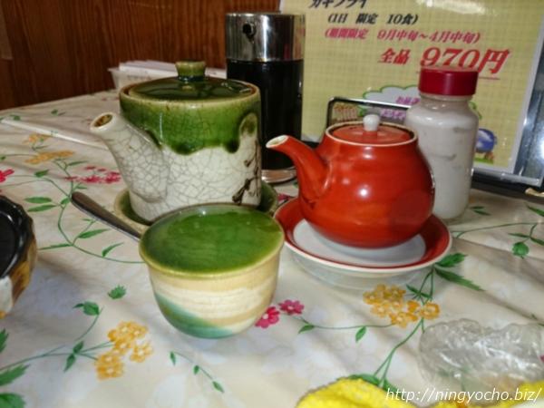 人形町とんかつ ボントンテーブルの調味料画像