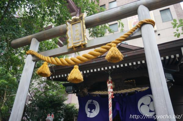 茶の木神社鳥居と注連縄画像
