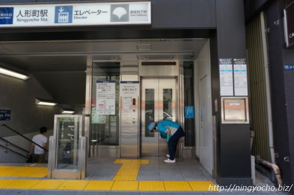 人形町駅「カフェドクリエ」横出口エレベーター画像