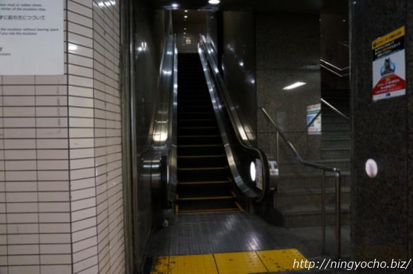 人形町駅エスカレーター画像